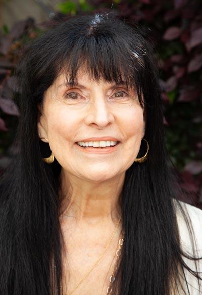 portrait of Francesca McCartney, PhD Energy Medicine